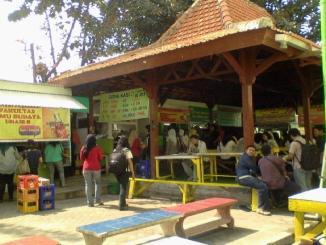 Sentra Kuliner di Unair yang Mahasiswa Banget
