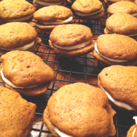 gingerbread whoopie pies w. cream cheese frosting & autumn