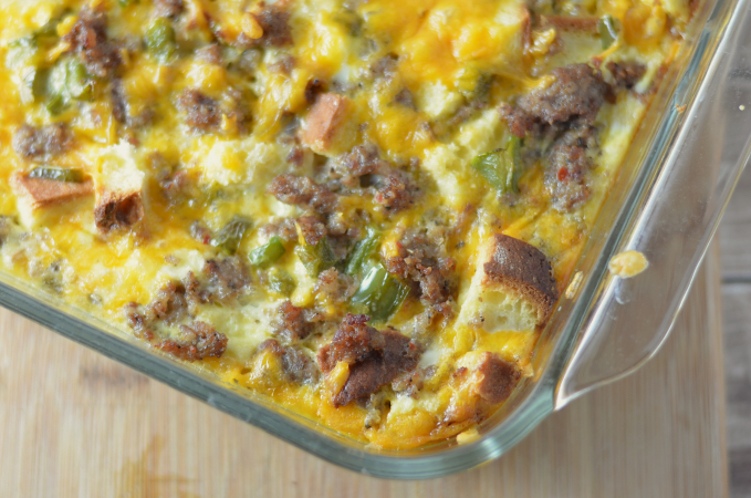 Love breakfast casseroles but need a gluten free option? Check this gluten free breakfast casserole recipe out! Make ahead and freeze or serve hot #ad