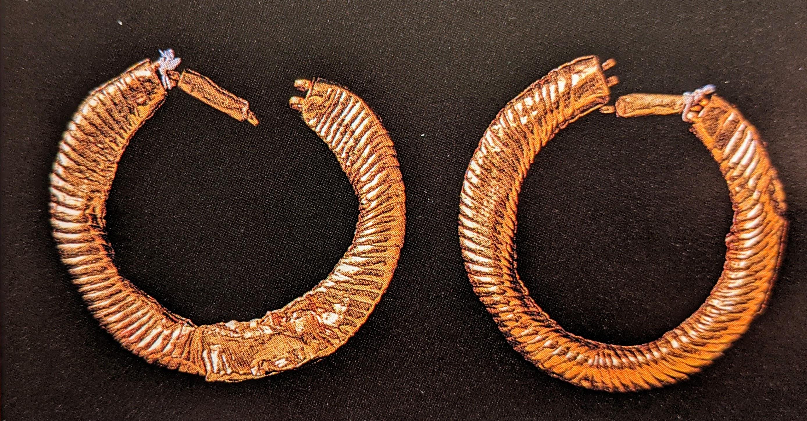 Gold earrings, 4.2 - 4.8cm