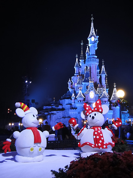 minnie-mickey-snow-sculptures