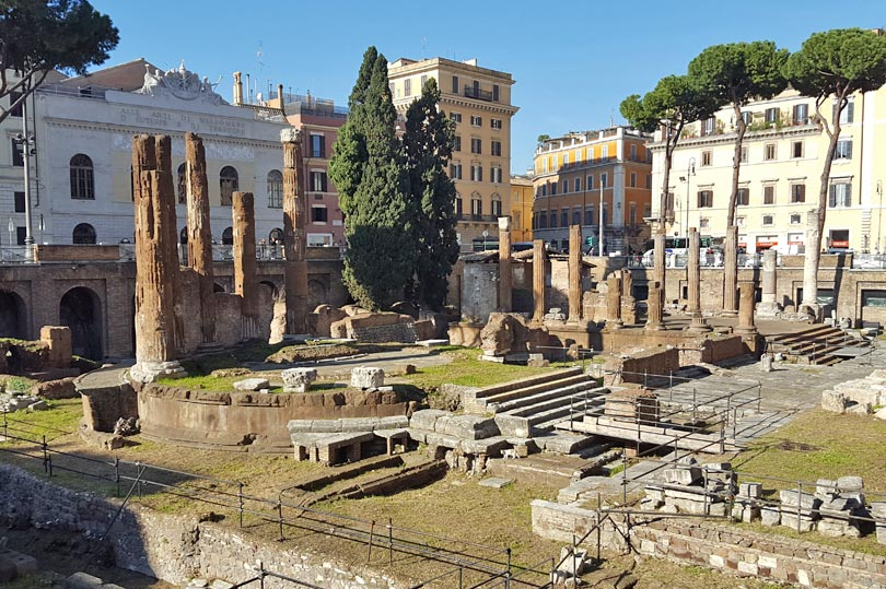 These Roman ruins are home to a cat sanctuary, believe it or not!
