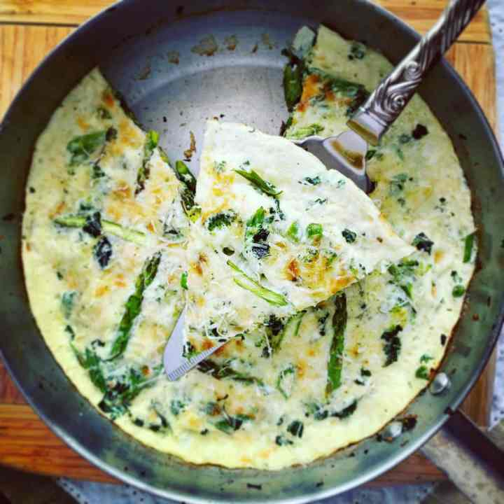 Egg White Frittata Green Veg_slice topview 1200px