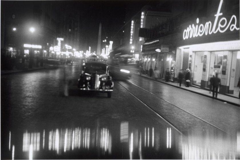 Fotografía © Horario Coppla. Corrientes esquina Uruguay, Buenos Aires, 1936