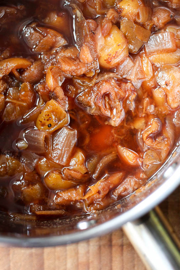 Loquat barbecue sauce, cooked and ready to puree.