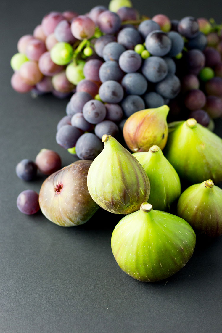 Freshly picked figs and grapes.