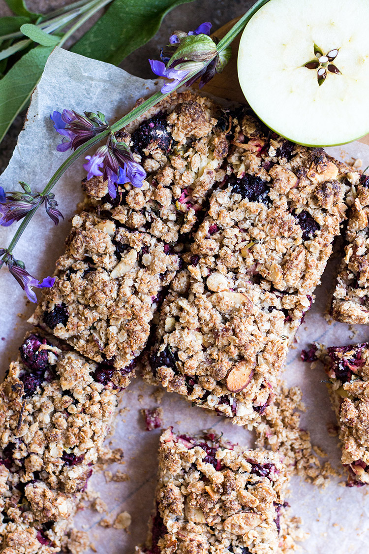 Blackberry, sage and apple oat crumble bars (vegan and gluten free).