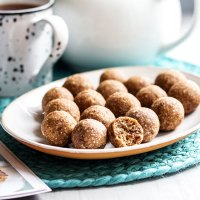 Hot cross bun bliss balls (vegan and gluten free).