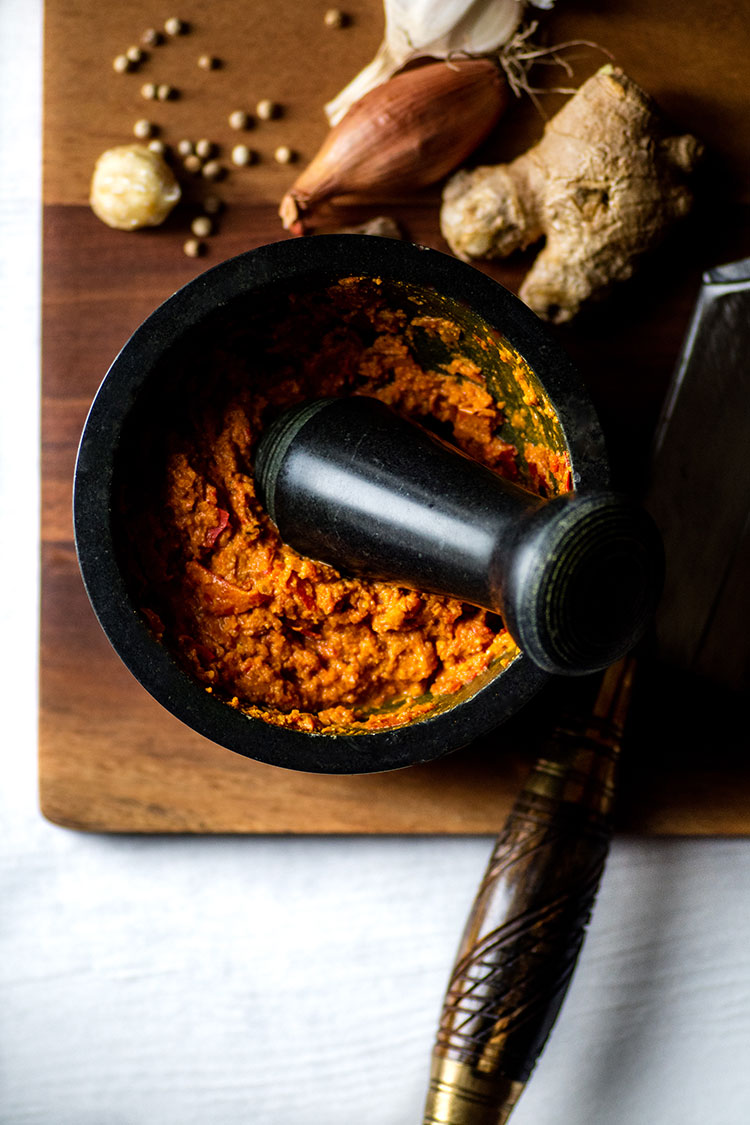 Balinese curry paste in a mortar and pestle.