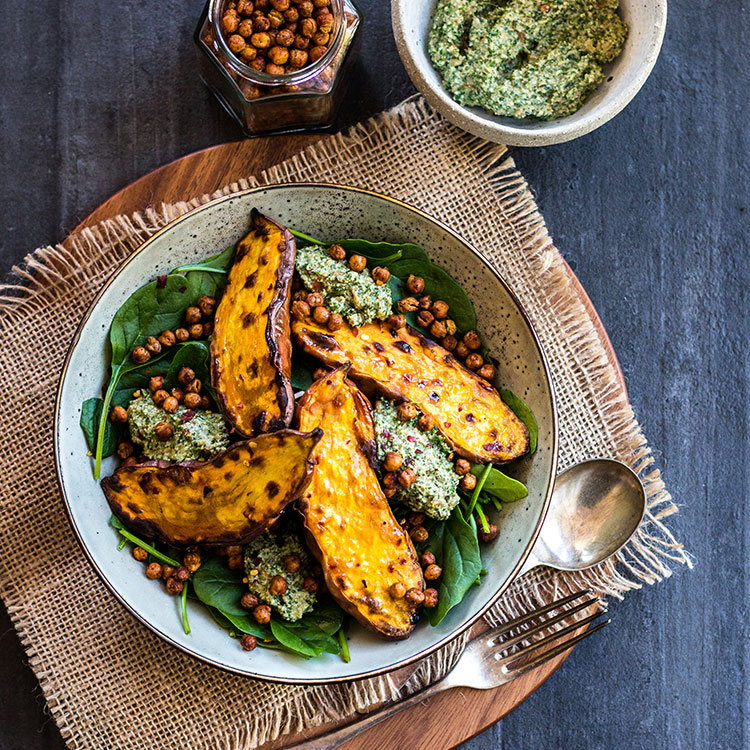 Baked sweet potato with crunchy chickpeas & parsley pesto