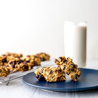 Gluten-free oaty chocolate cranberry cookies (vegan).