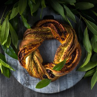 Christmas bread wreath with pesto