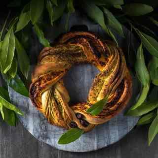 Christmas bread wreath with pesto
