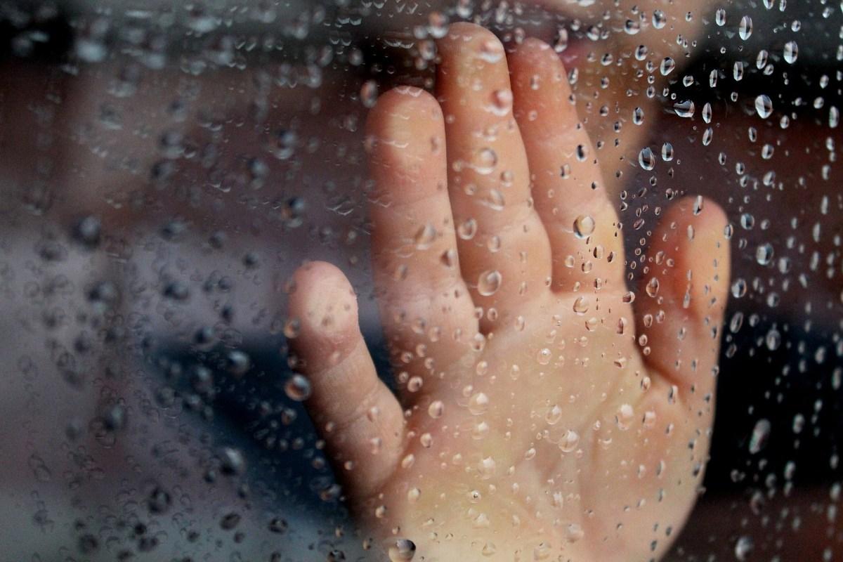 window hand rain