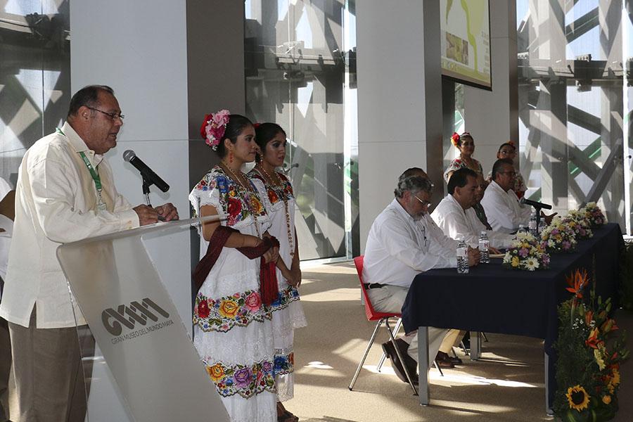 Jorge Zavala Castro, director del Centro de Investigaciones Regionales de la UADY