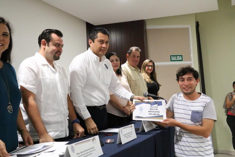 Carlos Estrada Pinto, director general de Desarrollo Académico