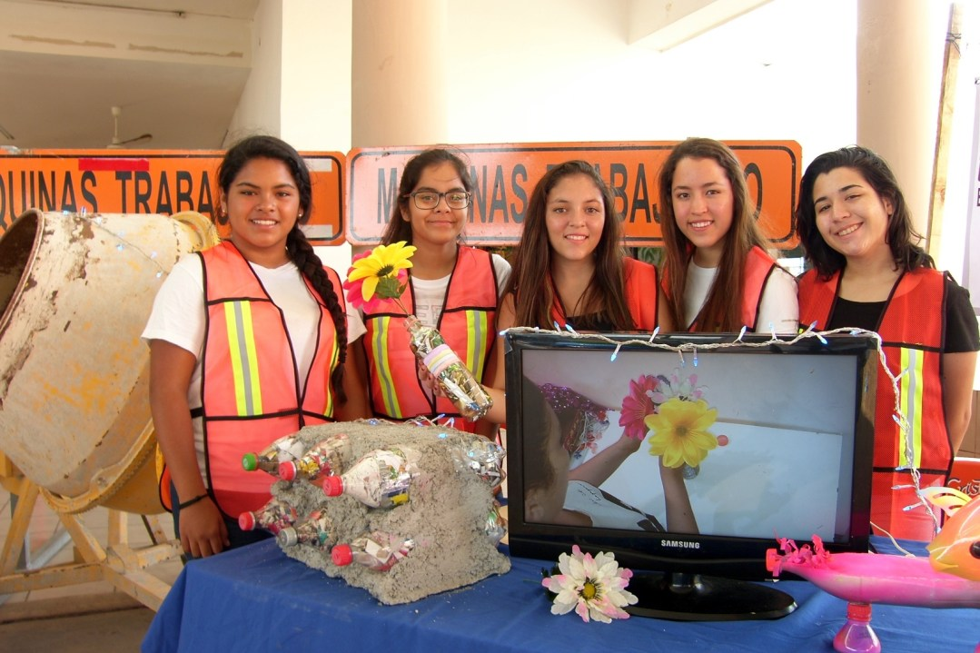 Proyecto: Ecoladrillos Alumnos de 1° de Prepa. Materia: Química