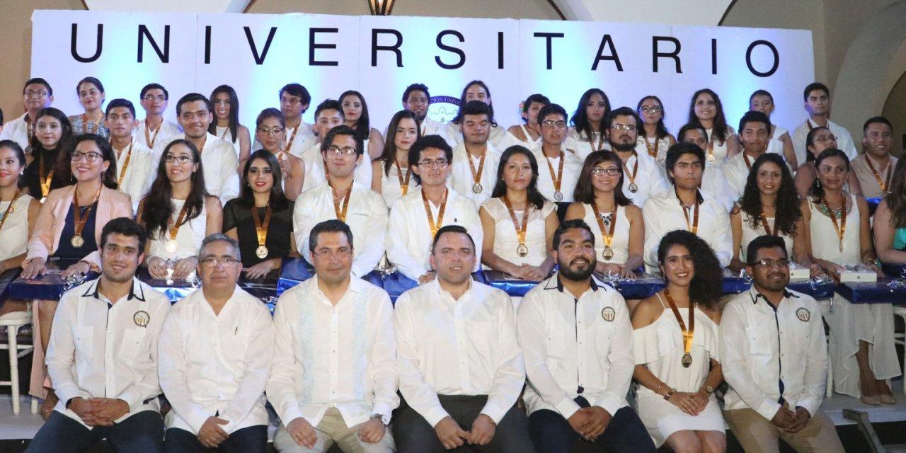 Entregan Mérito Jaguar a lo más destacado de la UADY