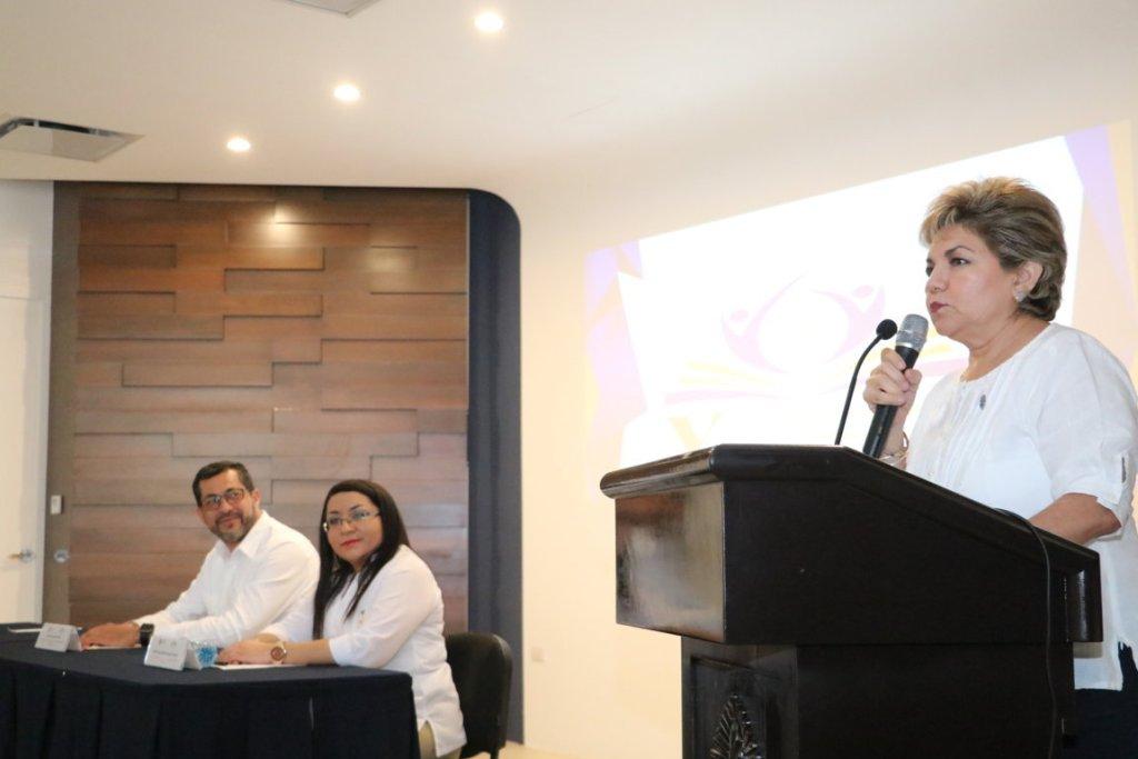 Silvia Carola Salas Ortegón directora de la Facultad de Enfermería