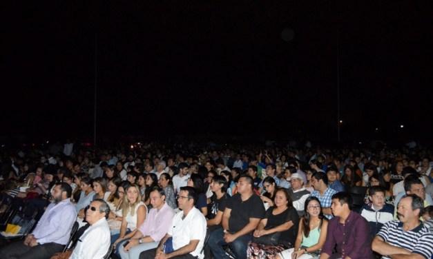 """""""Blanco y azul  tiñe mi corazón"""": La Universidad Modelo conmemora su 20 aniversario"""