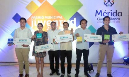 El alcalde Mauricio Vila Dosal entrega el Premio Municipal de la Juventud 2017