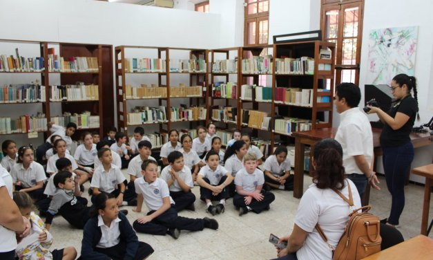 Sensibilizan sobre la importancia de las abejas en el ecosistema, durante la Semana de la Historia de Yucatán en la Escuela Modelo
