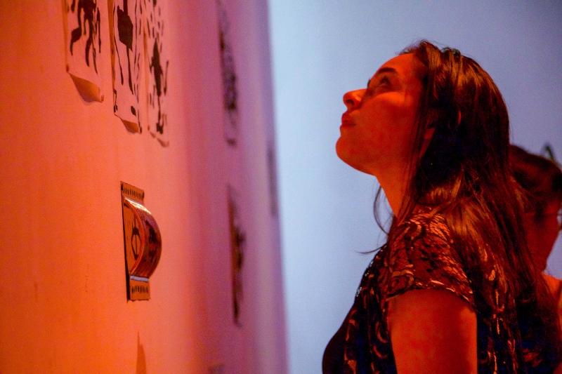 Con performance, abre la exposición Hidrógeno en la Galería ESAY