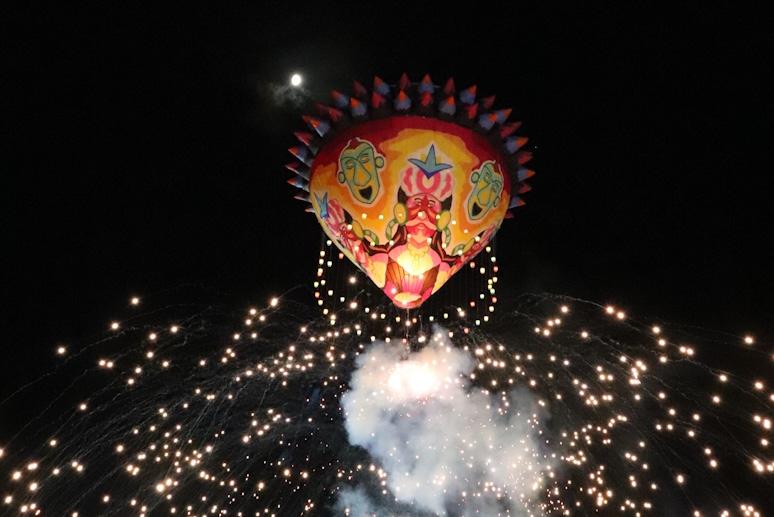 Colores, luces y diseños enmarcan el Primer Festival Globo Maya de Tahmek