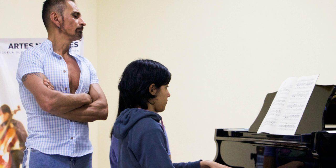 Ofrece Horacio Franco clase magistral en la ESAY
