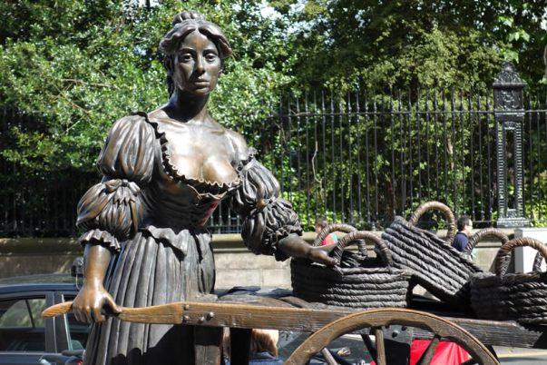 Molly Malone Statue in Dublin