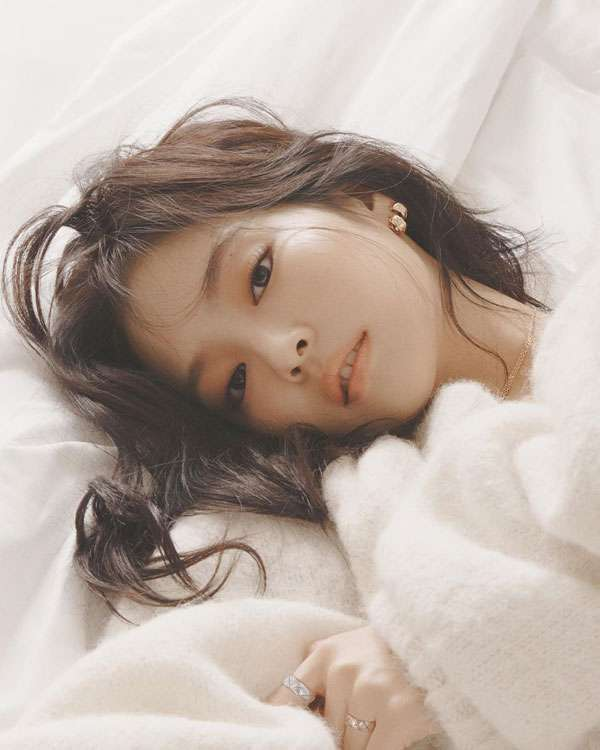foto model jennie blackpink photoshoot sambil tiduran