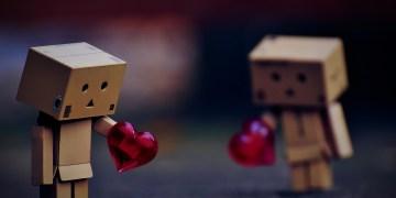 imagem que representa um casal triste se separando
