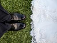 noiva e noivo esperando para casar