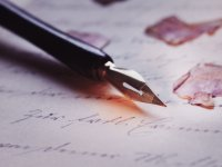 caneta e papel para enviar mensagem