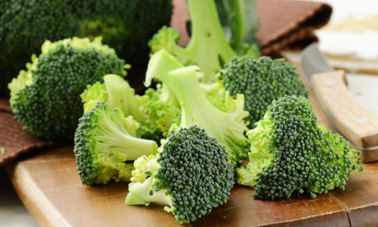 Bông cải xanh cắt nhỏ