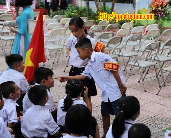 Trong giáo dục Việt Nam có các đội Sao Đỏ ở các trường học với nhiệm vụ kiểm tra nội quy, tác phong, ... các học sinh, nếu vi phạm thì lớp sẽ bị trừ điểm thi đua. Giáo dục Phần Lan không có các đội này