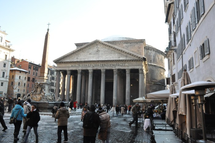 Panytheon with snow in Rome, by QuodLibet bed and breakfast