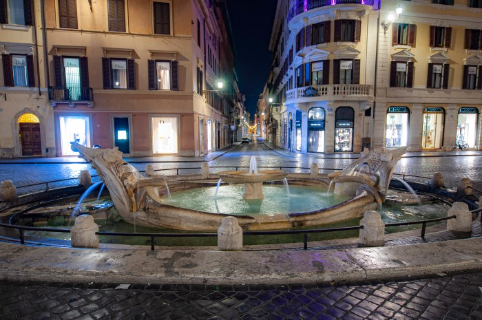 Barcaccia Fountain just 10 minutes from QuodLibet bed and breakfast