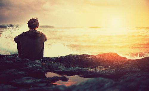 alone-boy-ocean-sunrise-favim-com-112915