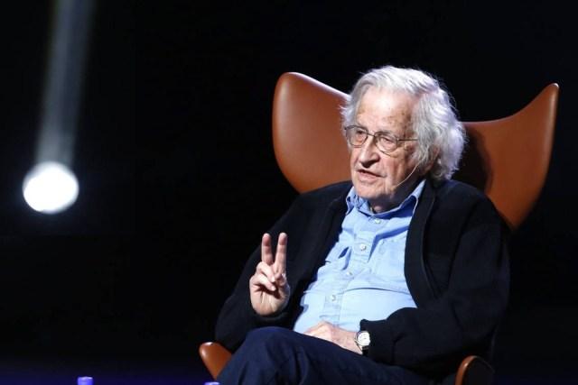 Noam Chomsky no descarta la posibilidad de una guerra civil en Estados Unidos.