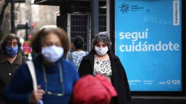 Ministra argentina de Salud califica de crítica situación pandémica