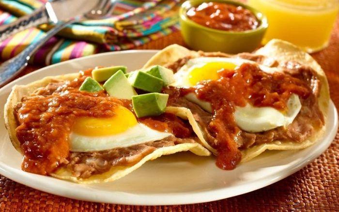 Мексиканская яичница уэвос ранчерос