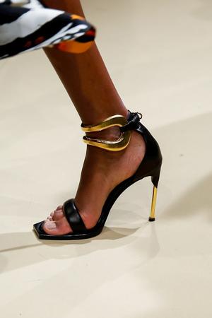 Alexander McQueen Fall 2018 Paris Fashion Week Show.
