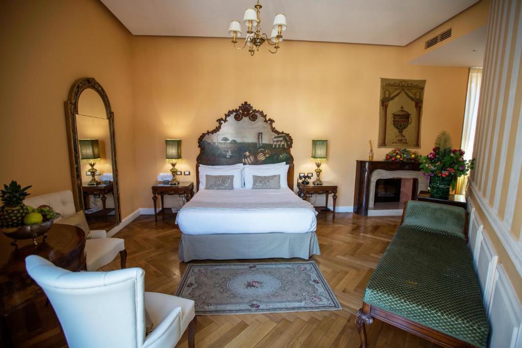 Hotel Royal Suite Trinita Dei Monti Rome Italy Booking Com
