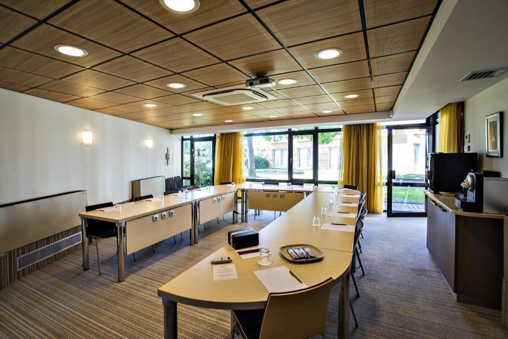 Hotel Mercure Toulouse Golf De Seilh France Booking Com