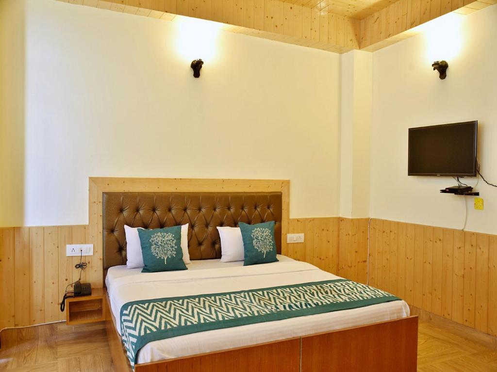 Oyo 10080 Hotel Kufri Ashray Kufri India Booking Com