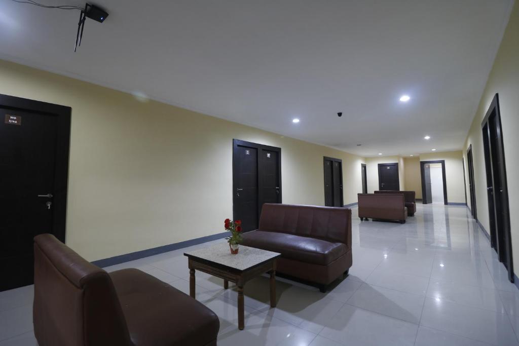 Reddoorz Near Itc Cempaka Mas Jakarta Harga 2019 Terbaru