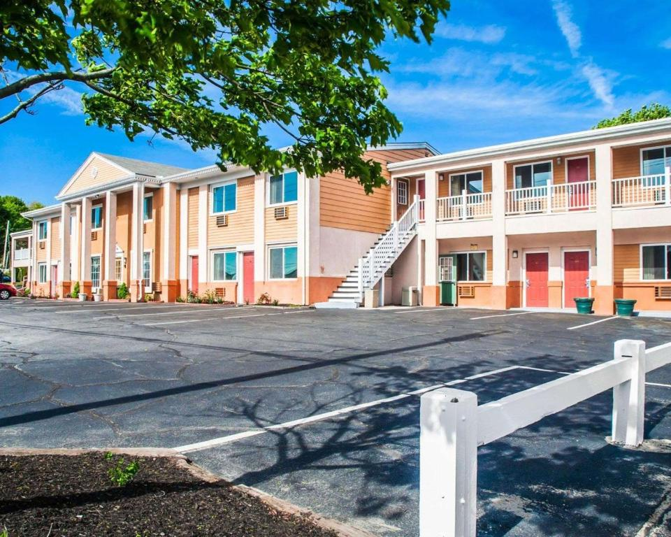 Rodeway Inn Middletown Ri Booking Com