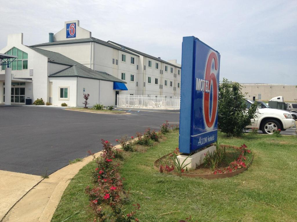 Motel 6 Montgomery Hope Hull Al Booking Com