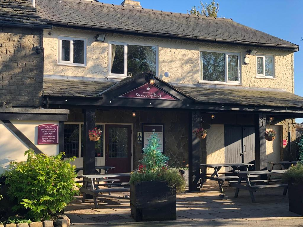 The Strawbury Duck Inn Darwen Updated 2020 Prices